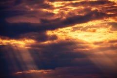 Drastische helle Wolken lizenzfreies stockbild