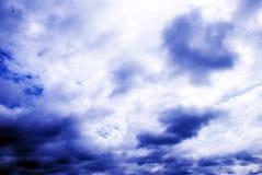 Drastische Himmel lizenzfreie stockfotos
