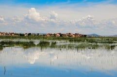 Drastische Landschaft eines Dorfs im hohen Land Madagaskar Stockfotos