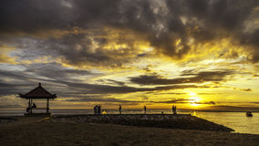 Drastische Sonnenaufgangwolke lizenzfreie stockfotografie