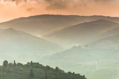 Drastische toskanische Abendlandschaft Stockbild