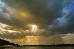 Drastische Wolke stockbild