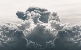 Drastische Wolke in desatuated Ton lizenzfreies stockfoto