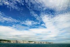 Drastischer Himmel über den weißen Klippen von Dover Stockbild