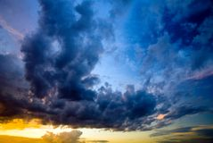 Drastischer Himmel Lizenzfreies Stockfoto