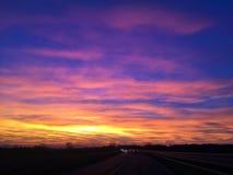 Drastischer Himmel bei Sonnenuntergang am 29. Oktober 2017 Stockbilder