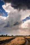 Drastischer Himmel mit stürmischen Wolken Lizenzfreie Stockfotos