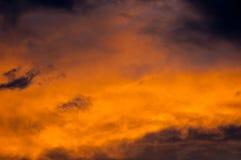 Drastischer Himmel mit Wolken Stockfotografie