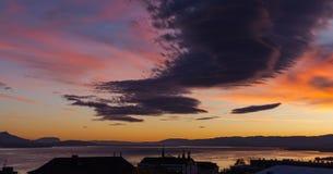 Drastischer Himmel am Sonnenuntergang Lausanne-Stadt Lizenzfreie Stockfotografie