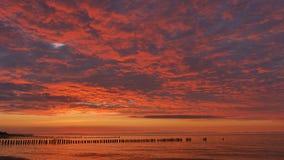 Drastischer Himmel während des Sonnenuntergangs stock video