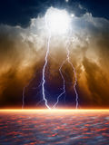 Drastischer schwermütiger Himmel Stockbilder