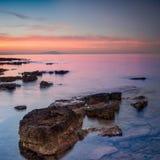 Drastischer Sonnenaufgang über dem Meer lizenzfreies stockfoto