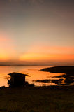 Drastischer Sonnenaufgang über Bambusfloss Lizenzfreies Stockbild