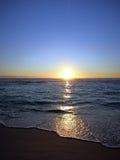 Drastischer Sonnenuntergang auf Strand Sans Souci Stockfotografie