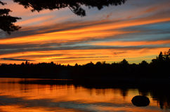 Drastischer Sonnenuntergang in den Adirondack-Bergen Lizenzfreie Stockfotos