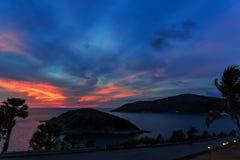 Drastischer Sonnenuntergang in Phuket, Thailand, Promthep-Kap Stockfotografie