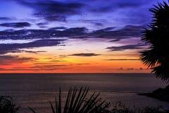 Drastischer Sonnenuntergang in Phuket, Thailand, Promthep-Kap Lizenzfreie Stockfotografie