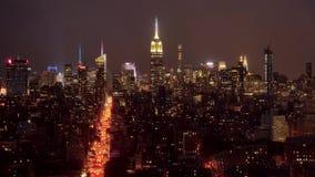 Drastischer Tag zur Nacht über Midtown Manhattan während des Gewitters stock video footage
