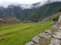 Drastisches Machu Picchu in den Wolken stockfotografie