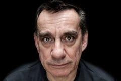Drastisches Porträt des traurigen unglücklichen schauenden Mannes Lizenzfreies Stockfoto