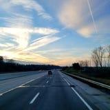 drastisches Sonnenuntergangbildfahren stockfoto
