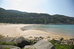 Draufsicht über den wilden Strand in der Bucht von Südchinameer Lizenzfreies Stockbild