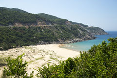 Draufsicht über den wilden Strand in der Bucht von Südchinameer Stockfotos