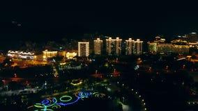 Draufsicht über die Stadt am Abend stock video