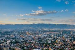 Draufsicht über Skopje-Stadt in Mazedonien stockbild
