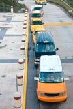 Draufsicht über Warteschlange der Taxis Lizenzfreie Stockbilder