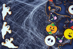 Draufsicht an den lustigen Ingwerkeksen für Halloween Stockfotos