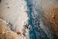 Draufsicht der Abnutzung in den Felsformationen an der heißen Quelle stockfotos
