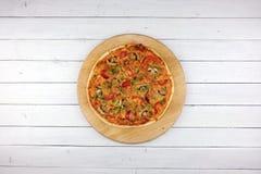 Draufsicht der Backengemüsepizza stockfotografie