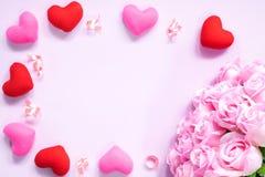 Draufsicht der Ebene legen die romantische Dekoration, St.-valentine& x27; s-Tagesbetrug Lizenzfreies Stockfoto