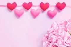 Draufsicht der Ebene legen die romantische Dekoration, St.-valentine& x27; s-Tagesbetrug Lizenzfreies Stockbild