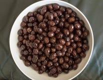 Draufsicht der essbaren organischen schwarzen Olive Stockbild