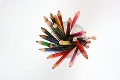 Draufsicht der farbigen Bleistifte in einem Glas Stockfotografie