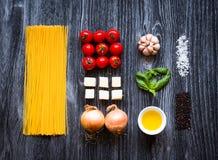 Draufsicht der ganzer notwendigen Lebensmittelkomponente, zum eines Klassikers I zu machen stockfotos