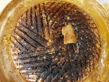 Draufsicht der gebrannten Grillwanne für gegrilltes BBQ-Buffet lizenzfreie stockbilder