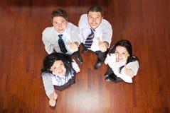 Draufsicht der Geschäftsleute, die Daumen geben Lizenzfreie Stockfotos