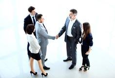 Draufsicht der Geschäftsleute, die Hände rütteln Lizenzfreie Stockbilder