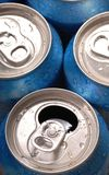 Draufsicht der Getränkedosen stockfotos