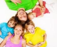 Draufsicht der hellen jungen Familie Stockbilder