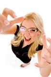Draufsicht der jungen weiblichen darstellenden Handgeste lizenzfreies stockfoto