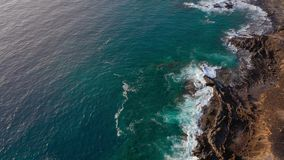 Draufsicht der Küste des Atlantiks und die Reserve auf der Insel von Tenenife, Kanarische Inseln, Spanien stock video