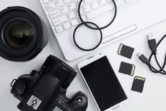 Draufsicht der Kamera, Linsen, Fotografieausrüstung, intelligentes Telefon a Lizenzfreies Stockfoto