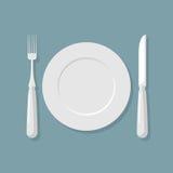 Draufsicht der leeren weißen Platte Messer und Gabel cutlery Vektor illu stock abbildung
