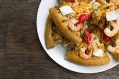 Draufsicht der Meeresfrüchte-Pizza Stockbilder