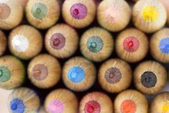 Draufsicht der mehrfarbigen Bleistifte Stockfoto