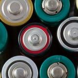 Draufsicht der Nahaufnahme von alkalischen AA-Batterien Stockfotos
